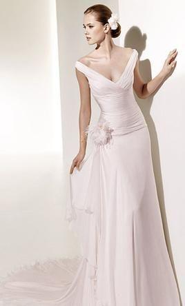 Sample Manuel Mota Wedding Dress Templo, Size 10  | Get a designer gown for (much!) less on PreOwnedWeddingDresses.com