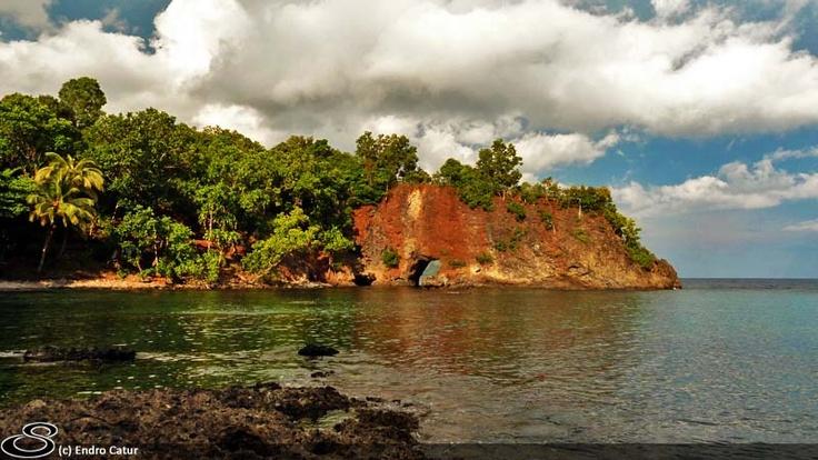 Pintu Kota, Latuhalat, Ambon, Maluku.