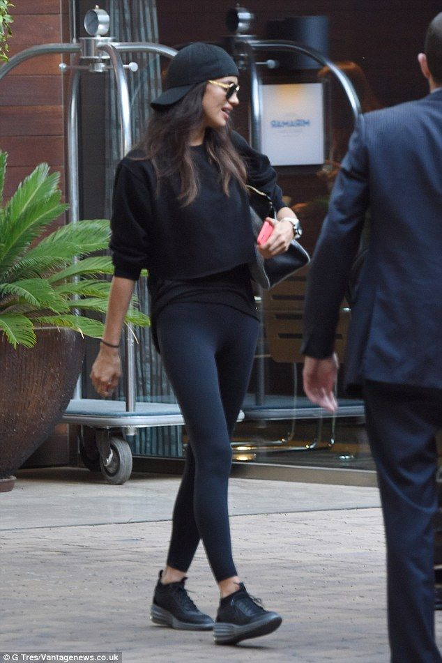 Irina Shayk highlights her endless legs in skintight leggings #dailymail