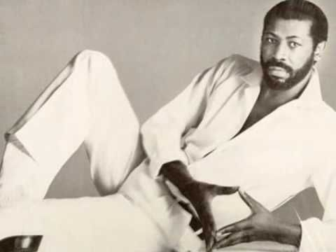 THIS IS HOW A REAL MAN WITH REAL VOCAL TALENT SANG'S TO A WOMAN!  MR.Teddy Pendergrass-The Whole Town's Laughing At Me. - YouTube