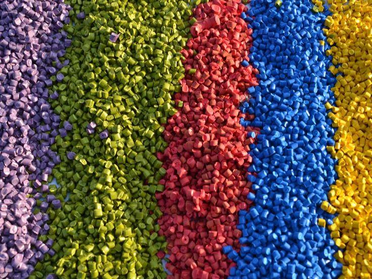 Recyclix est une société polonaise dont le siège est situé à Varsovie. Cette entreprise est spécialisé dans la valorisation des produits recyclables.  Recyclix achète des matières premières recyclables telles que le LDPE plastic (low-density polyethylene) qui est actuellement le 4ème matériau le plus recyclé à travers le monde. Le LDPE est ensuite transformé en granulés puis valorisé dans diverses applications industrielles (plasturgie notamment).