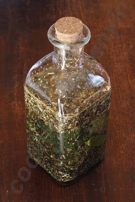 Licor de hierbas digestivas  Es un licor que solemos tomar al final de comidas copiosas para ayudar en la digestión.