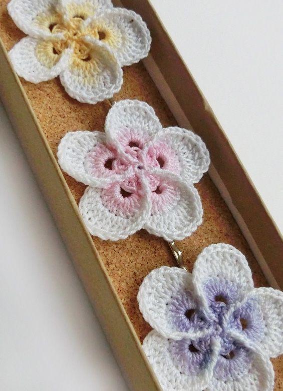 214 best crochet flowers images on Pinterest   Crocheted flowers ...