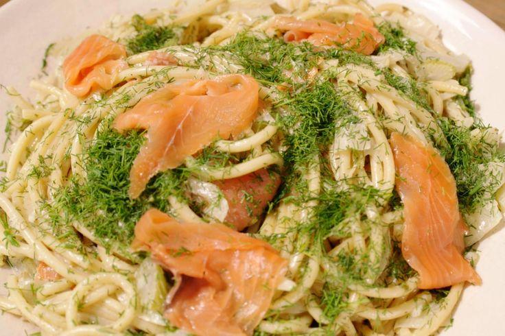Heb je zin in comfortfood maar weinig tijd? Dan is deze snelle pasta waarin venkel en dille de hoofdrol spelen een aanrader.