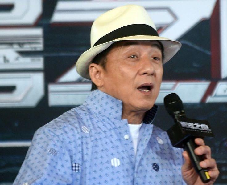 A estrela dos filmes de ação Jackie Chan receberá um Oscar honorário em…