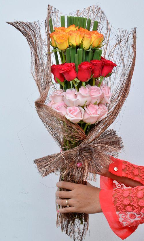 Pretty Palette: A bunch of fresh colorful #Roses #FreshFlowers #HandBouquet #NotJustFlowers #SameDayDelivery