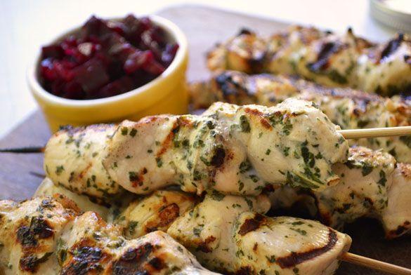 menta pollo asadas a la parilla Kabobs 4 Ginger yogur menta Brochetas de pollo con chutney de remolacha