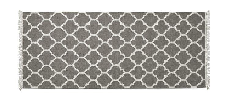 Handvävd kelimmatta i naturligt smutsavvisande och slitstark ull. Arifa finns i olika fina färger med vackert mönster, eftersom att mattan är handvävd så är den unik, små avvikelser kan förekomma i vävning och färg. Fackmässig plantvätt.