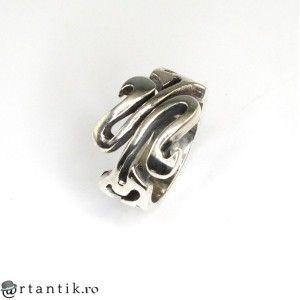 inel barbatesc decorat cu motive gotice - argint - Statele Unite