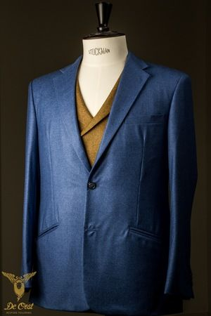 Navy Herringbone suit with notched lapels, slanted pockets, purple lining and three kissing buttons. Made with fabric 601061 from the Holland & Sherry collection HS1260  Navy Herringbone Fancy 1/2 inch.  Navy visgraat pak met weggesneden revers, schuine zakken, paarse voering en drie kissing knopen.  Gemaakt met stof nummer 601061 uit de Holland & Sherry collectie  Navy Herringbone Fancy 1/2 inch. #Bespoke #Tailoring in #Amsterdam