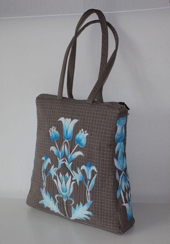 Handmade bag of Renata Vespa.  Quilting, painted.