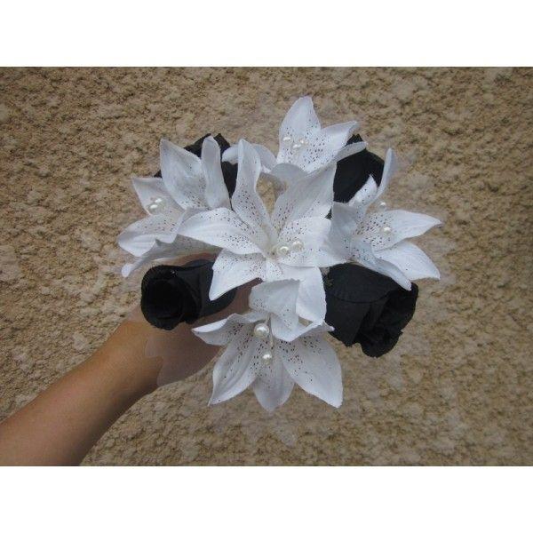 http://bouquet-de-la-mariee.com/2-bouquet-demoiselle-honneur Bouquet fait à la main avec des Lys couleur ivoire ou blanc, des roses couleur chocolat, bordeaux, rose, rouge, noir, or, turquoise, anis ou argent et des perles