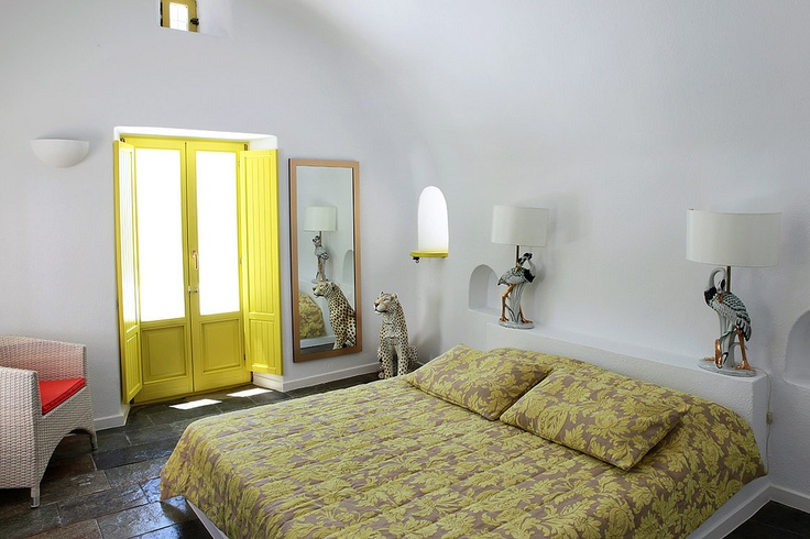 The Astra Private Luxury Villa in Santorini can accommodate up to six guests very comfortably, making it perfect for: Family gatherings, Santorini wedding guests, special milestone birthdays, anniversaries & other festive events, or even as just a spacious and very romantic hideaway for two...