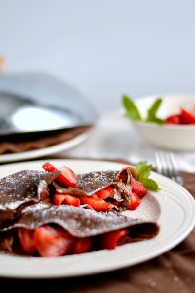 chocolate crepes 4 large eggs 1 C whole wheat pastry flour ¼ C sugar ⅓ C unsweetened cocoa powder 1½ C milk 1 tbsp melted butter pinch salt If using a large bowl, blend together with an immersion blender.
