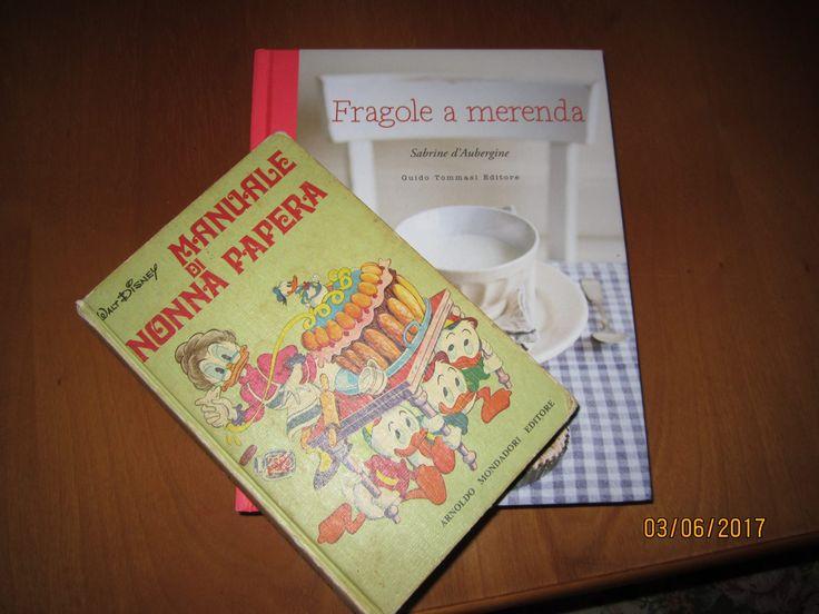 """""""Fragole a merenda"""" in compagnia del mitico Manuale?!? Succede a casa di Candida: e io ne sono onoratissima! E immensamente felice... (#quifragoleamerenda)"""
