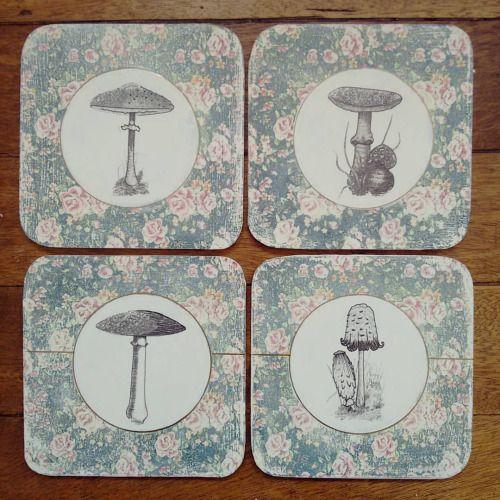 """ Hongos "" set de 4 posa vasos pieza única #Himallineishon #coasters #homedecore #illustration #mushroom #handpainted"