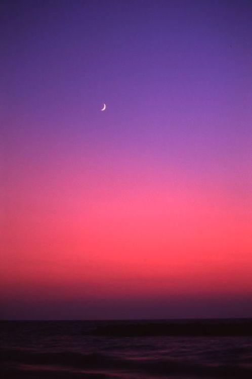 Crescent moon (via imgTumble)