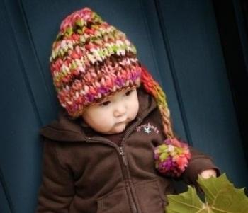 şiş örgü kuyrukulu şirin bebek beresi modeli