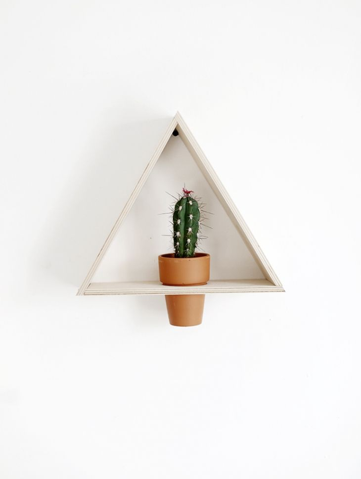 Is your wall looking a little lonely? Spruce up your space with a unique planter! This DIY triangle wall planter is just the ticket - click for the tutorial!
