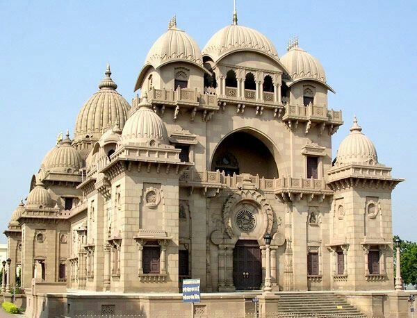 Incredible India: Belūr Maṭh is the headquarters of the Ramakrishna Math and Mission , founded by Swami Vivekananda , a chief disciple of Ramakrishna Paramahamsa . It is located on the west bank of Hooghly River.