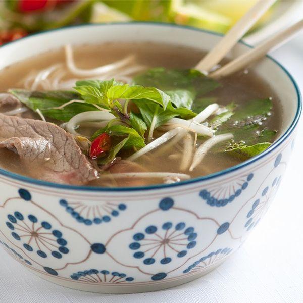 Pho: Vietnam'ın geleneksel sabah kahvaltısıdır. Taze pirinç noodle'ı, baharatlar, sığır ya da tavuk eti ile hazırlanan bir çorbadır.