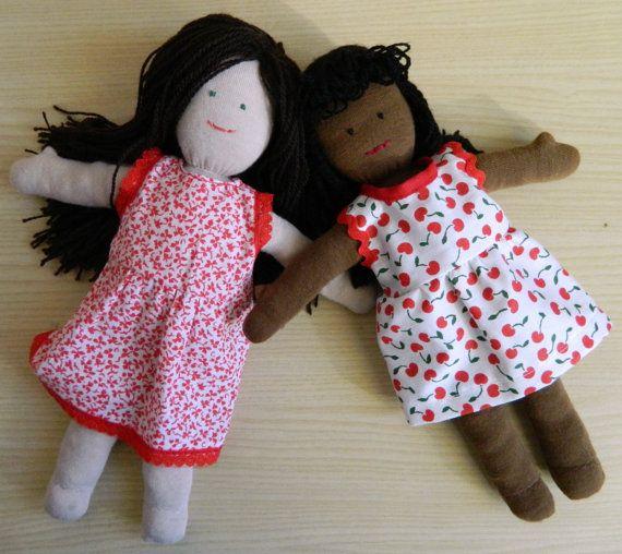 Clivia e Jacaranda Bambole di pezza con i vestiti rossi Cloth doll in red dress  by PiccoloPopoloDiPezza on sale