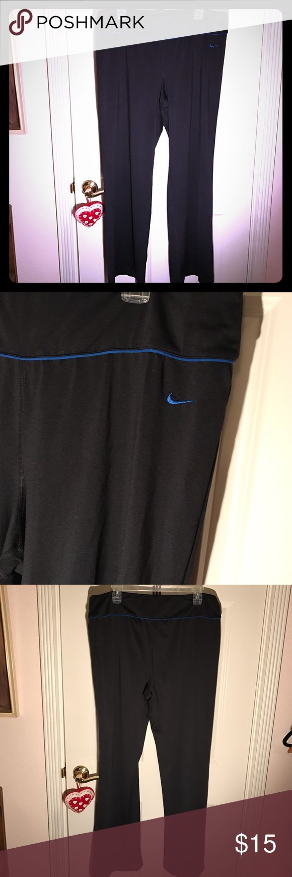 Nike yoga pants Great condition! Tiny bit of piling (pictured) everything else is perfect! They are either boot cut or flare, Happy poshing! Nike Pants Boot Cut & Flare