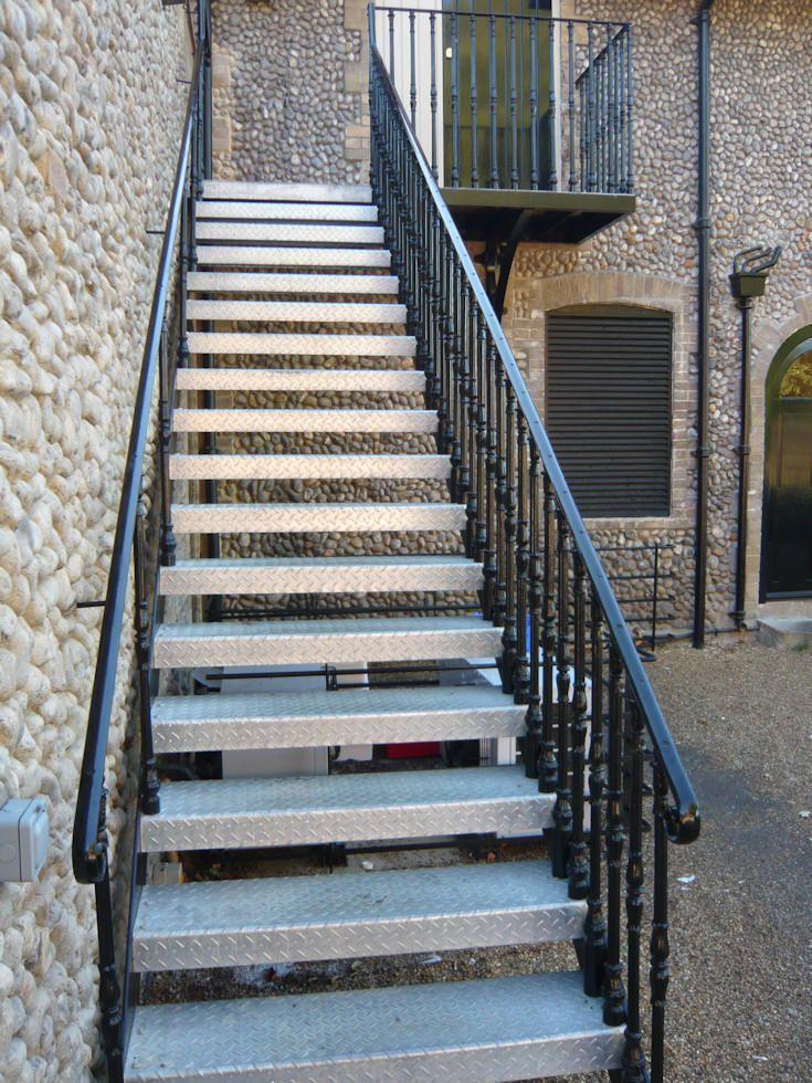 Best Spiral Staircase Installation Installation Staircase In 640 x 480