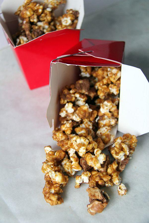 Talia's Treats : Caramel Snickers Popcorn (ho-ly shizz!)