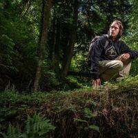 """Megszálltuk Portland, Oregon, a """"Rózsák városát"""", hogy lőjünk pár képet és készítsünk egy videót a 2013-as őszi kollekciónkhoz. A lookbook-ot és a videót egy Grand Hustle rapper/G.O.O.D Music producer Travi$ Scott és Chris Greiner az LRG Team rider közreműködésével készítettük. Az őszi kollekcióban egy új terepminta választék lát napvilágot, merész grafikájú pólók és különböző kiegészítők, amik mind bevetésen tesztelve voltak. 'Upper Echelon' egy vágás a többi fölé."""