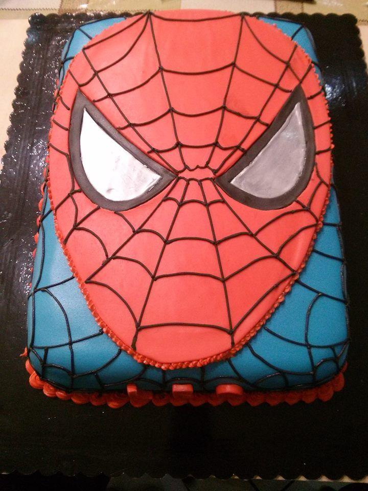 Uomo ragno, torta decorata in pasta di zucchero e ghiaccia reale.