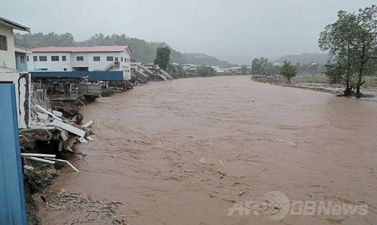 国際援助団体「ワールド・ビジョン(World Vision)」が撮影・公開した、豪雨に見舞われたソロモン諸島の首都ホニアラ(Honiara)を流れる濁流(2014年4月4日撮影)。(c)AFP/WORLD VISION ▼5Apr2014AFP|ソロモン諸島で洪水、死者9人に http://www.afpbb.com/articles/-/3011821 #Solomon_Islands #Honiara #Flood #Inundacion #Inondation #Hochwasser #Sel #Banjir #Inondazione #Overstroming #Powodz #Inundacao #Baha #Mafuriko #Lut