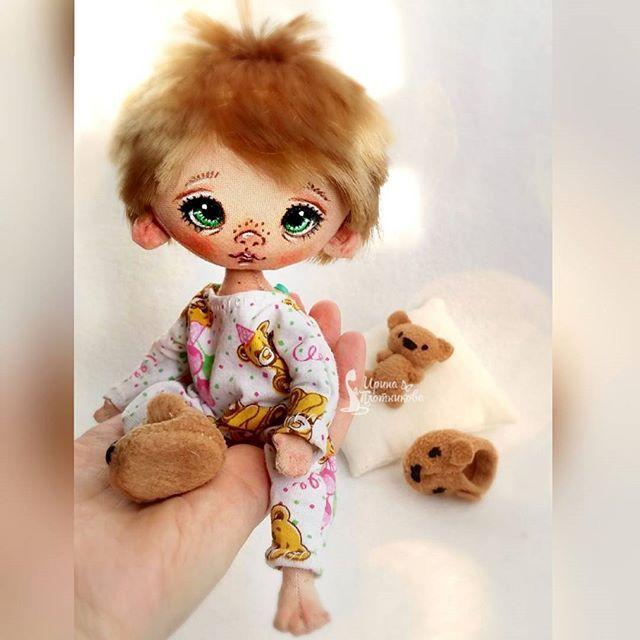 Растрепанный сонный воробушек сразу нашел маму и завтра отправляется домой) #Сладулькиотириски #авторскаякукла #кукларучнойработы