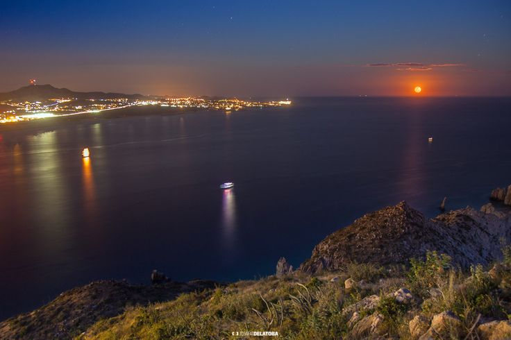 Red full moon from Vigias Hill #josafatdelatoba #cabophotographer #landscapephotography #loscabos #bajacaliforniasur #fullmoon #cerrodelvigia #cabosanlucas