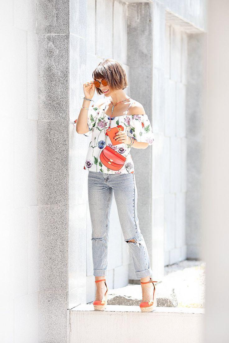 re:named floral printed cold shoulder top, chloe georgia belt bag, asos mom jeans, asos wedged sandals, summer outfits, hot days outfit, fashion blogger Ellena Galant,