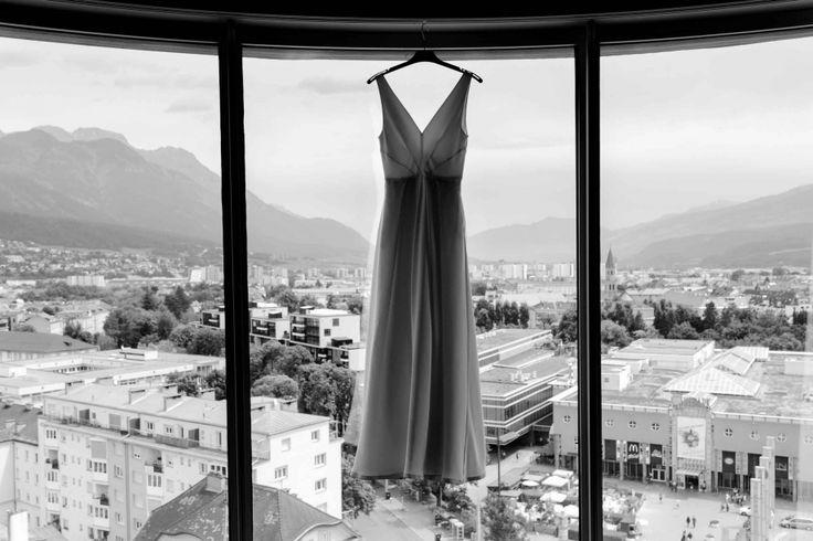 Kaviar Gouche-Kleid. Moderne Stadthochzeit in Innsbruck » Moderne Hochzeitsreportagen & Portraitfotografie in Dresden, Leipzig, Berlin, europaweit. www.timjudi.de