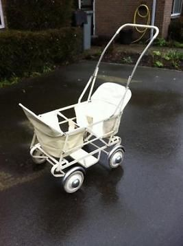 Vintage tweeling kinderwagen - 60 er jaren  My own Sister loves this one http://www.geojono.com/