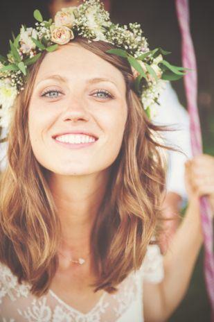 Couronne de fleurs  ©Yoann Pallier - Un mariage champetre dans les Cevennes - La mariee aux pieds nus