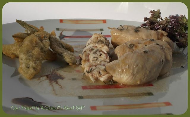 """Per la rubrica """"ricette salva spesa"""", vi propongo questa semplicissima e veloce ricetta di pollo, esaltata dai profumi tipici mediterranei della salvia e del rosmarino. Il tutto avvolto dalla gustosità della pancetta, che conferisce un profumo e un sapore leggermente piccante, e dalla gradevole delicatezza del sugo."""