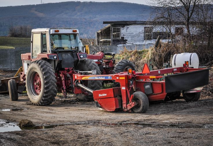 International 1086 Tractor with New Holland H7330 Discbine Mower Conditioner