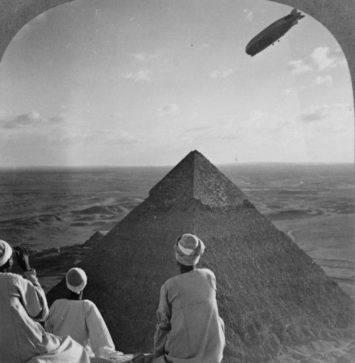 1910s. German Zeppelin over the Pyramids.: History, Airship, Circuit 1931Cairografzeppelin, Pyramid, Art, Graf Zeppelin, Ancient Egypt, Places, Vintage Photo