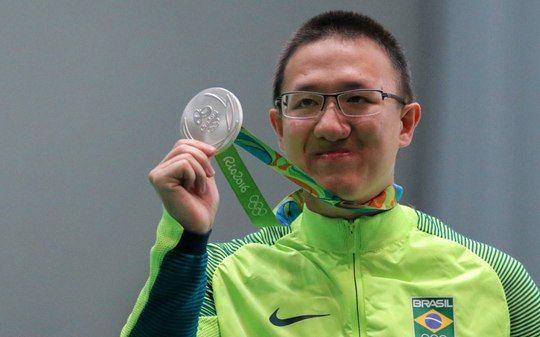 Felipe Wu ganha prata no tiro e dá ao Brasil sua primeira medalha no Rio