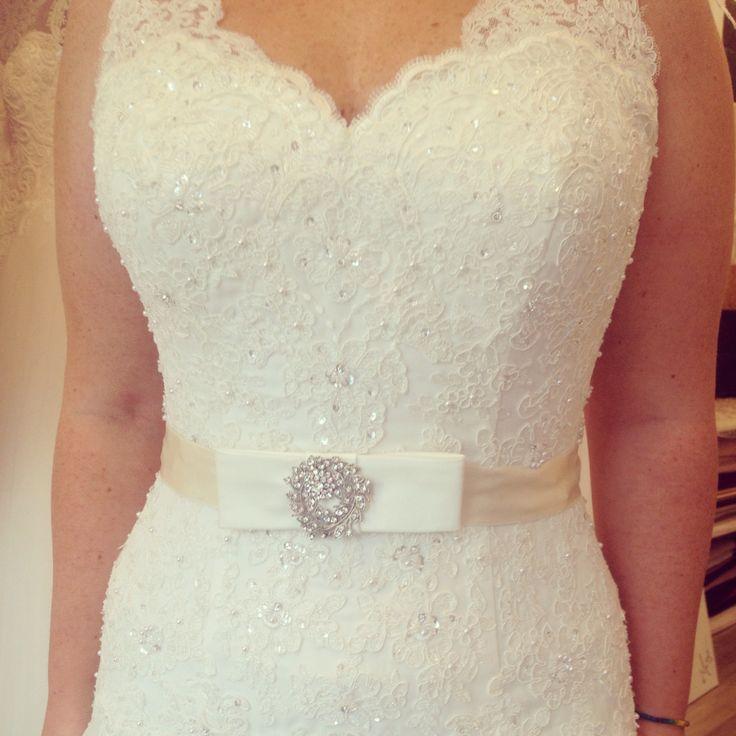 Un brâu ales de o superba mireasa! ❤️ #brideaccessories #bride #accessories #crystals #dress #lace #bow #ivory #taft #womaninlove #wedding #margoconcept #wonderfulbride