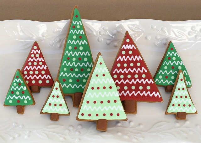 If Ikea did decorated Christmas tree cookies, I think they'd look a lot like this. #cookies #decorated #food #baking #dessert #cute #Christmas #trees