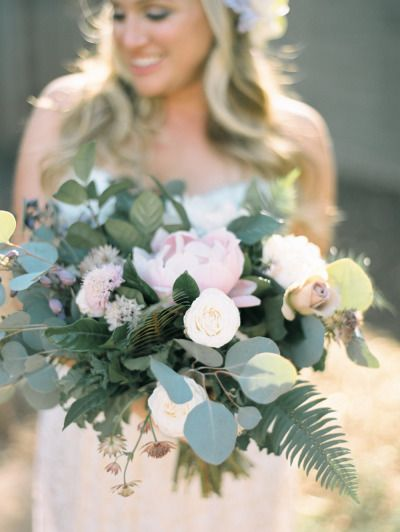Lush bouquet: http://www.stylemepretty.com/2015/03/13/intimate-at-home-backyard-wedding/ | Photography: Ashley Kelemen - http://ashleykelemen.com/