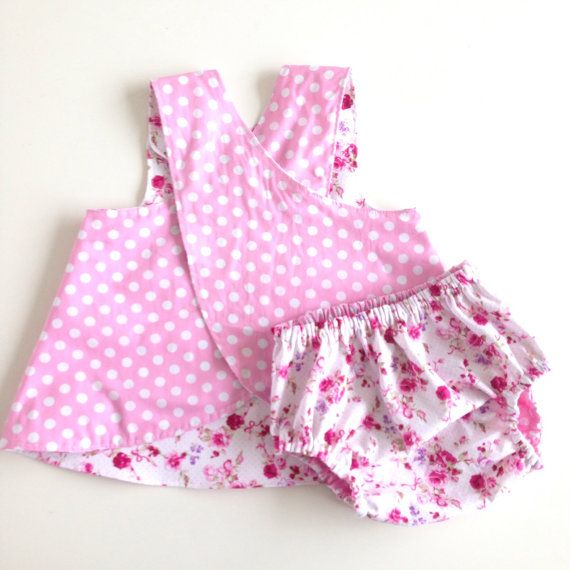 Reversible pinafore baby girl summer dress and diaper cover set. Flowers and pink cotton fabric. Baby girls 6 - 12 months. Ready to ship