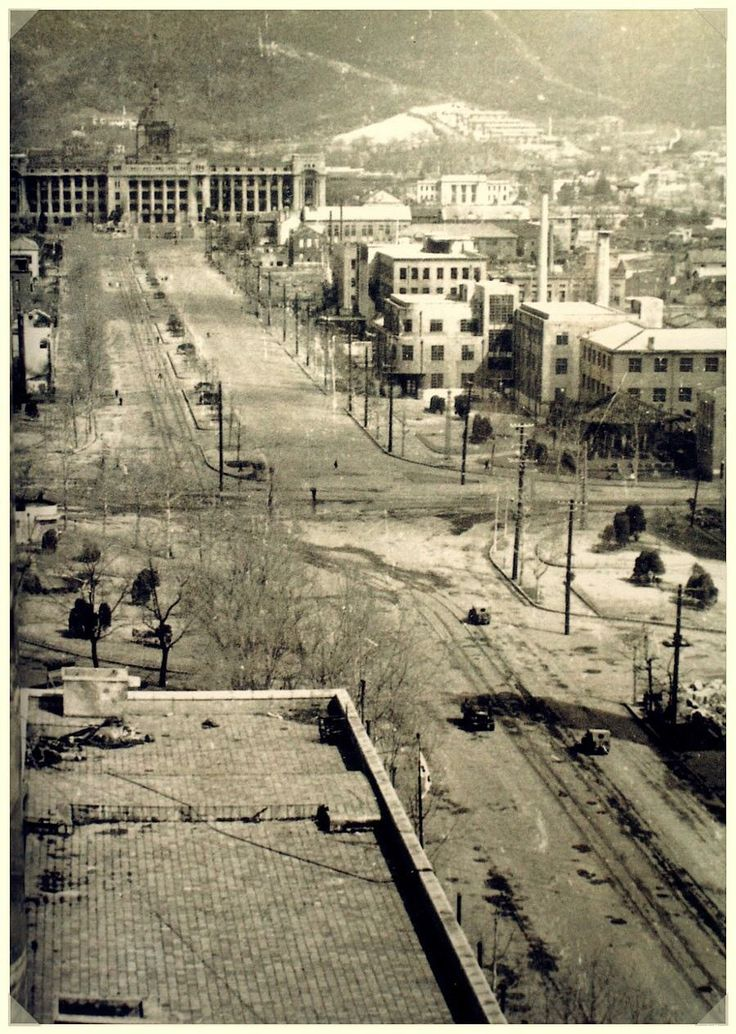 Seoul: Immediately after its recapture from the North Koreans, 1950년 서울수복 직후 중앙청일대 모습