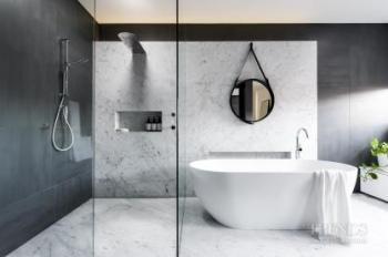 Modern bathroom with Carrara marble plinth achieves spacious feel