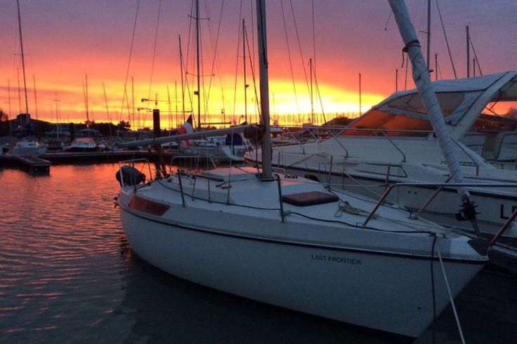 [COUP DE COEUR]Dormez sur le superbe bateau de Camille pour seulement 84€/nuit à La Rochelle.   Couché de Soleil sur le port des Minimes.. C'est tout simplement magique!!!   Rendez vous sur SamBoat.fr pour profiter de cette formidable offre de Location entre Particuliers.