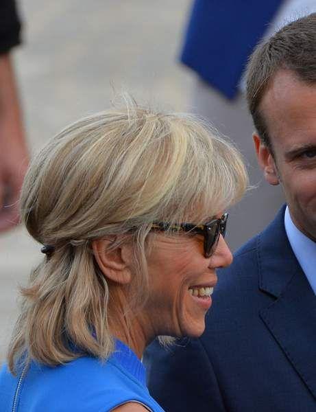 Brigitte Macron Son Evolution Coiffure En Images Cheveux Mi Long Chignon Soiree Coiffure